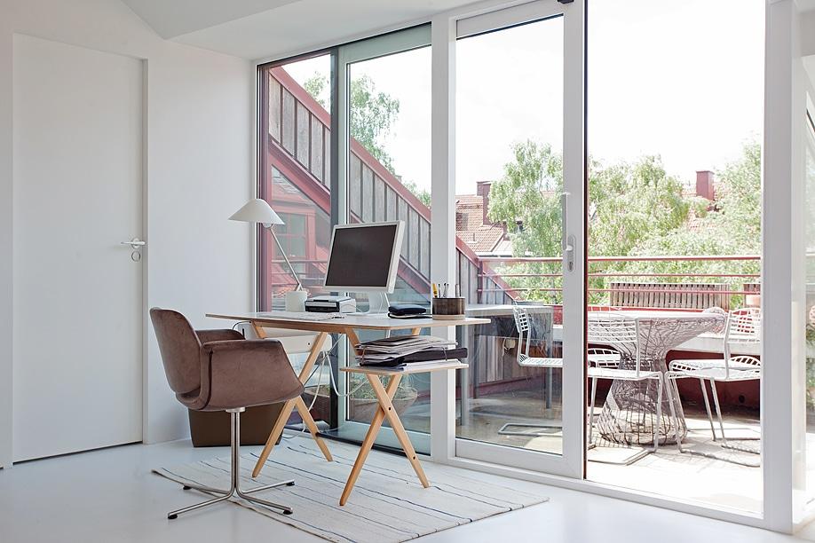 appartement blanc sous les toits. Black Bedroom Furniture Sets. Home Design Ideas