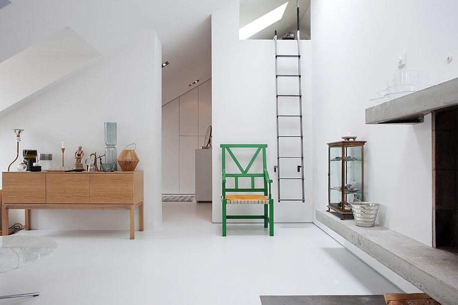 Appartement blanc sous les toits