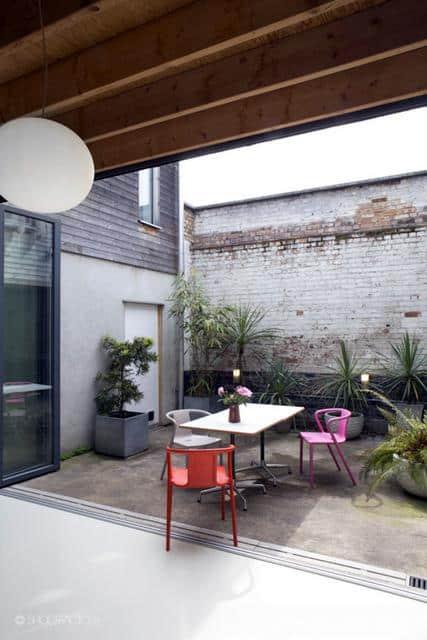 Un ancien entrepôt converti en maison moderne (11)
