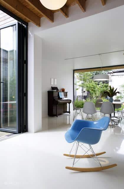 Un ancien entrepôt converti en maison moderne (12)