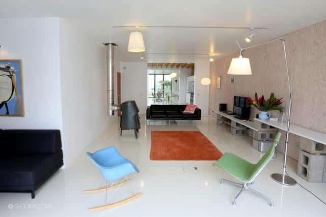 Un ancien entrepôt converti en maison moderne (13)