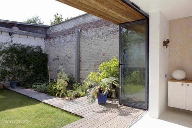 Un ancien entrepôt converti en maison moderne (6)