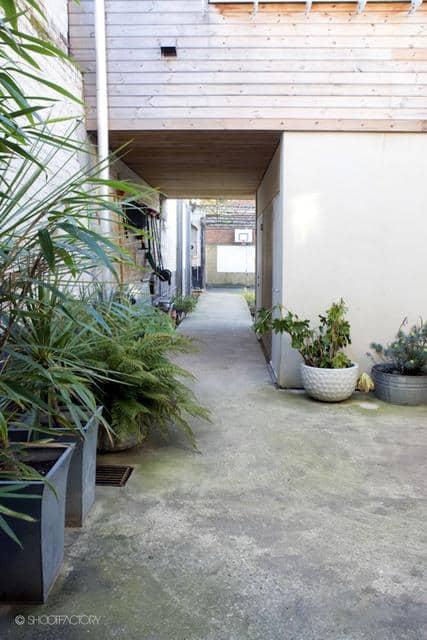 Un ancien entrepôt converti en maison moderne (8)