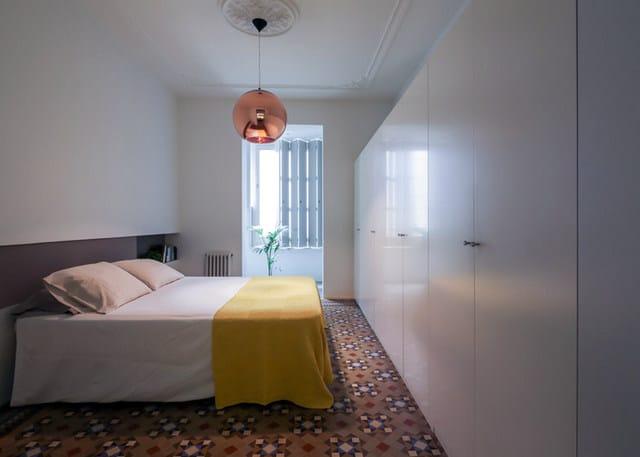 Barcelone un appartement rénové avec des panneaux coulissants (12)