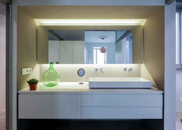 Barcelone un appartement rénové avec des panneaux coulissants (16)