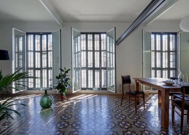 Barcelone un appartement rénové avec des panneaux coulissants