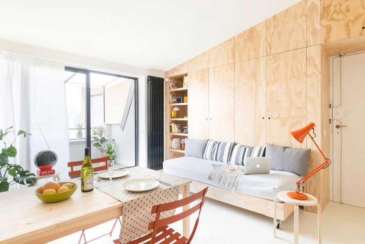 Appartement optimisé avec des placards en bois (2)