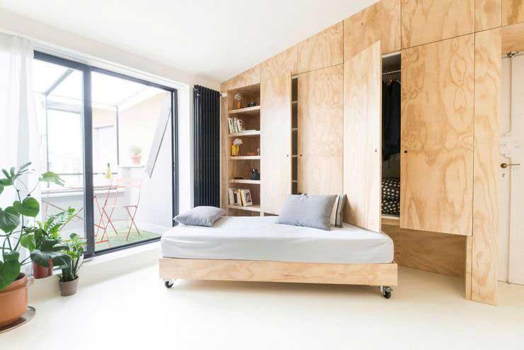 Appartement optimisé avec des placards en bois (3)