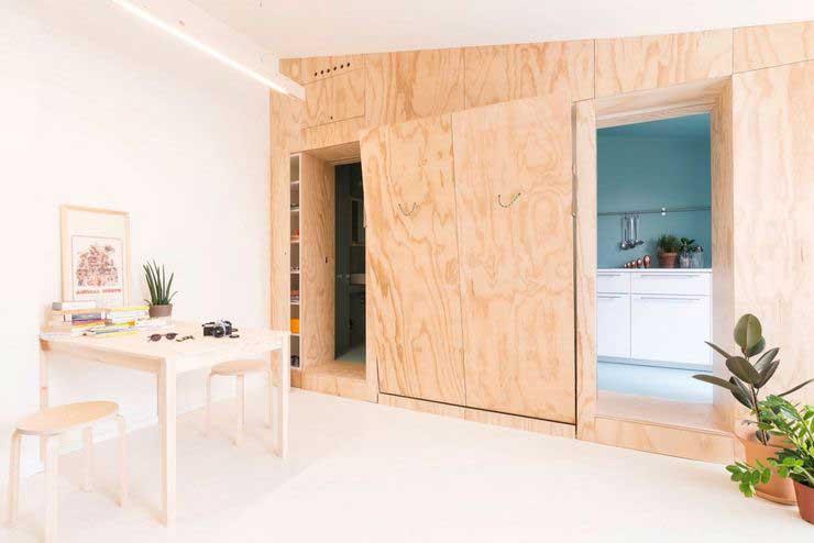 Appartement optimisé avec des placards en bois (4)