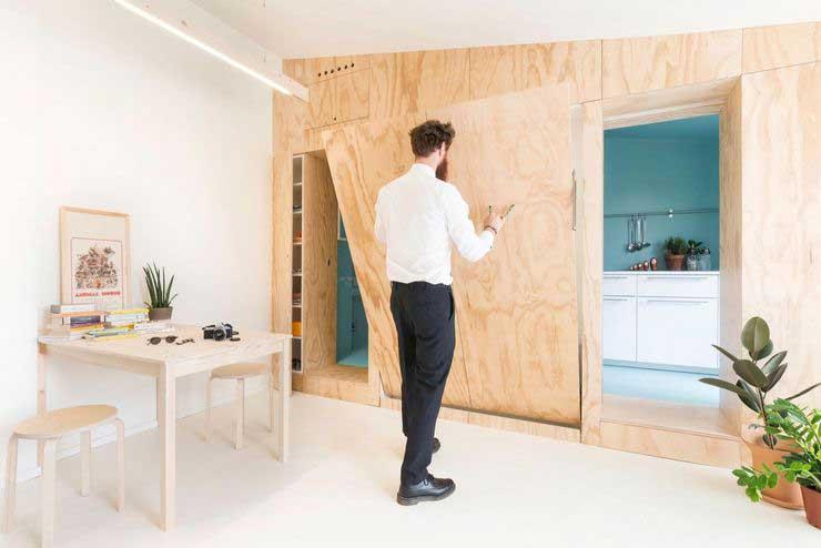 Appartement optimisé avec des placards en bois (5)