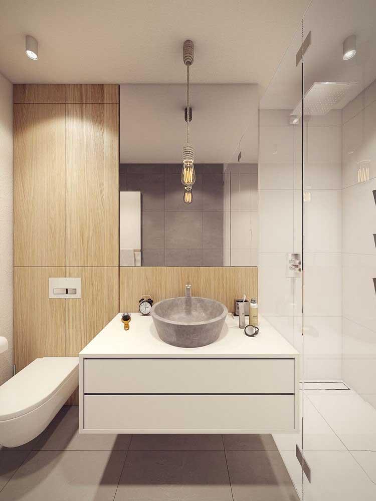 salle de douche bois sur les murs