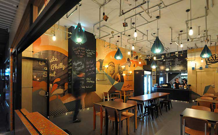 Une d co murale industrielle et color e originale - Idee deco restaurant ...