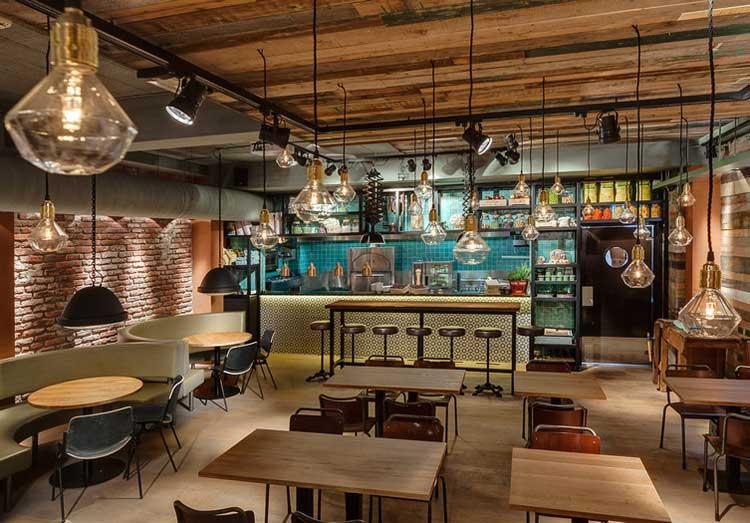 Du mobilier style industriel dans un restaurant for Cuisine style industriel