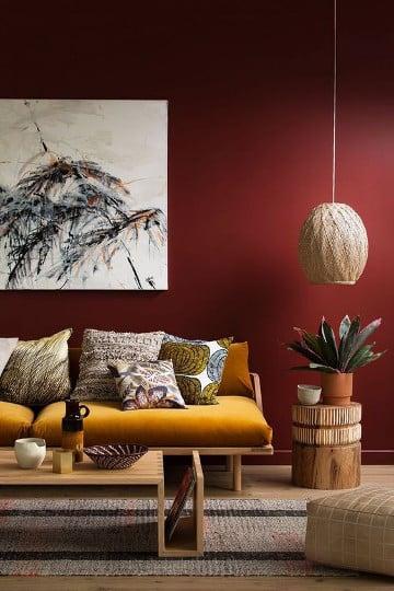 La couleur bordeaux refait son apparition parmis les - Salon couleur bordeaux ...