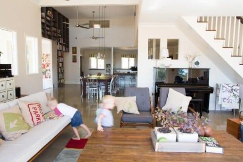 habiller un mur avec des lames de parquet. Black Bedroom Furniture Sets. Home Design Ideas