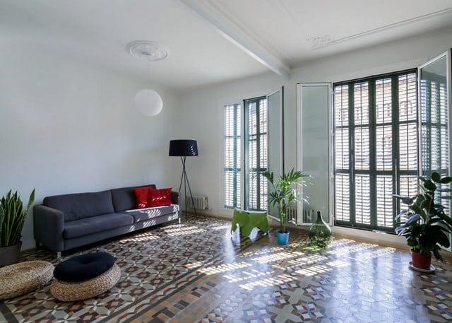 Barcelone un appartement rénové avec des panneaux coulissants (1)