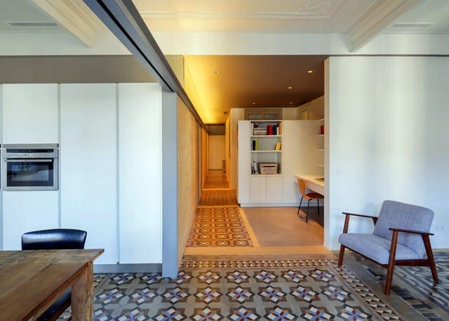 Barcelone un appartement rénové avec des panneaux coulissants (6)