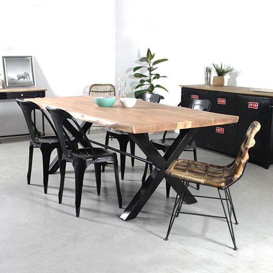 Table avec plateau bois massif et pied métal