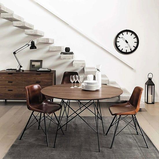 chaise en cuir au style industriel
