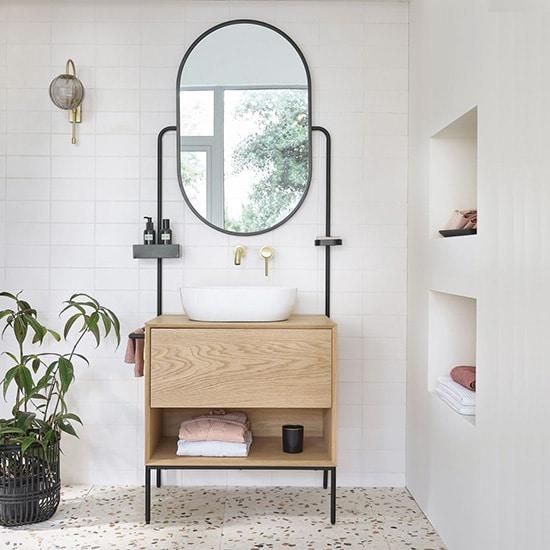 Meuble vasque industriel avec miroir et porte serviettes