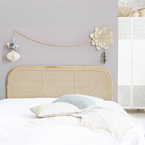 Tête de lit en rotin : 10 modèles pour la chambre parentale