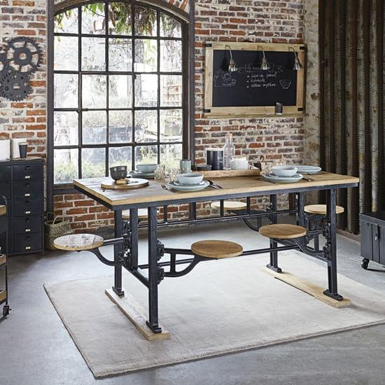 Table originale avec bancs intégrés