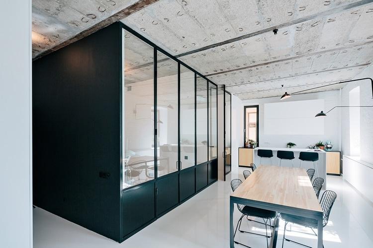 verriere type atelier dans loft industriel