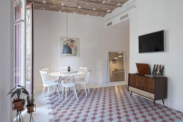 Un appartement coloré au coeur de Bareclone (5)