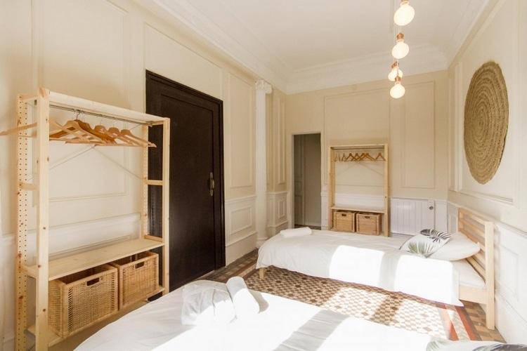 deco chambre mobilier bois et sol mosaique