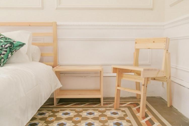 chaise tete de lit table de chevet en bois clair