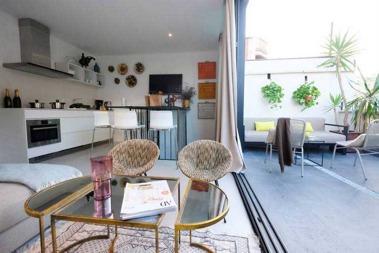 Location airbnb d 39 un appartement avec terrasse barcelone for Appartement barcelone piscine