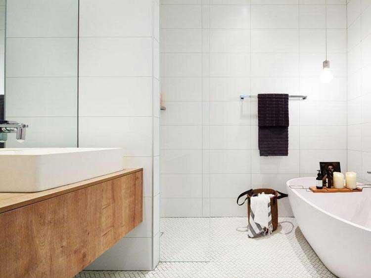 salle de bains blanche moderne