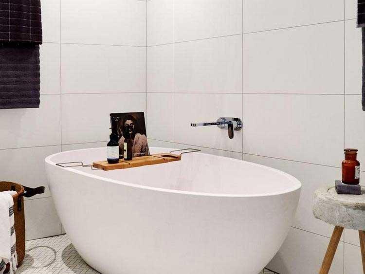 baignoire ovale blanche
