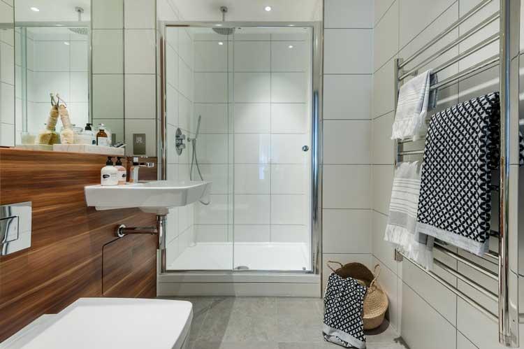 salle de douches carrelee