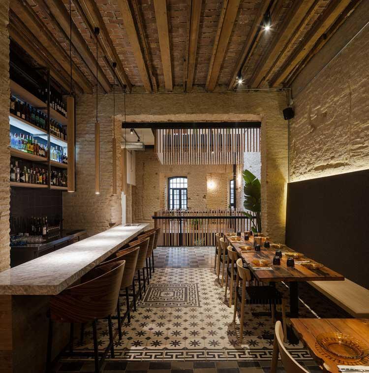 Un Restaurant Sévillan Rénové Par Donaire Arquitectos