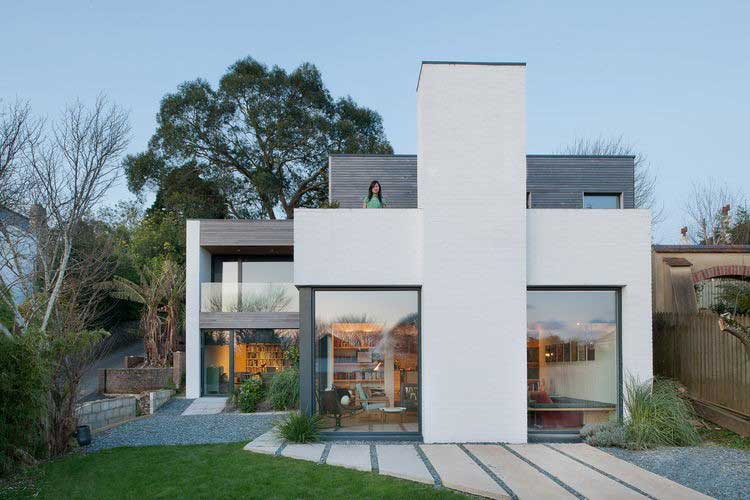 maison moderne avec grande baies vitrees