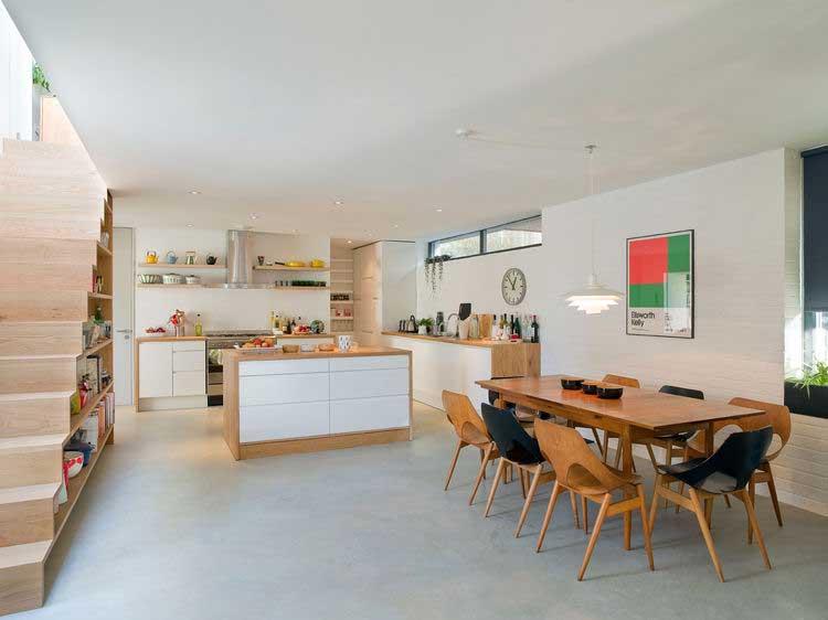 cuisine ouverte sur salle a manger au mobilier bois
