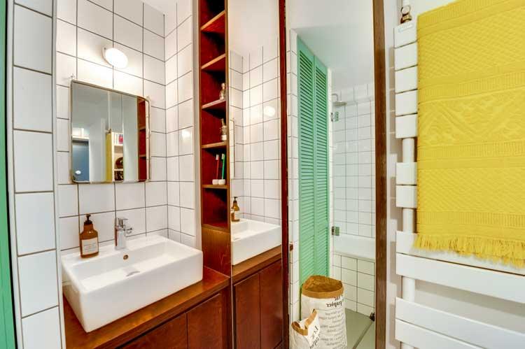 deco salle de bains bois et vert