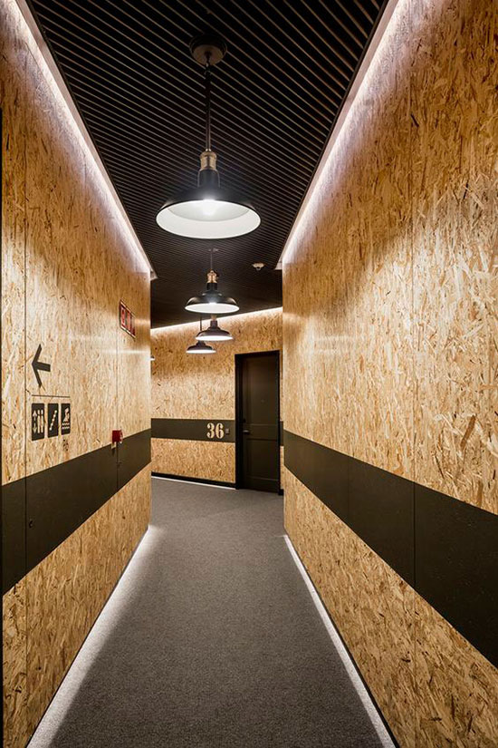 couloir en panneaux d'osb