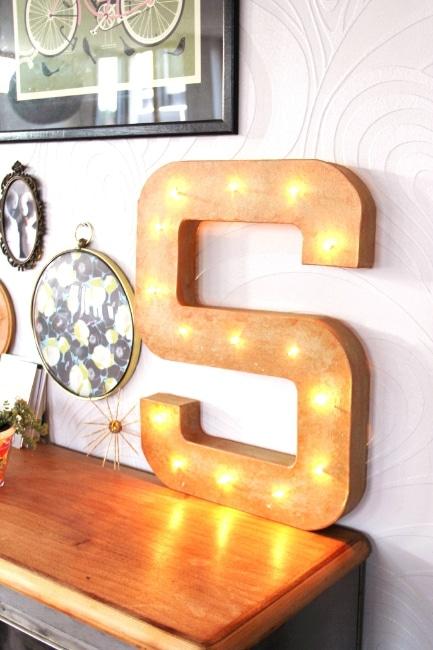 lettre lumineuse o trouver des mod les originaux pour. Black Bedroom Furniture Sets. Home Design Ideas