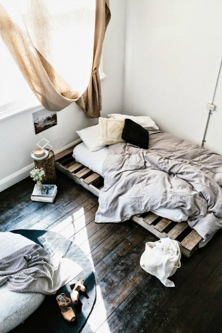 26 id es pour fabriquer un lit en palette dans votre chambre. Black Bedroom Furniture Sets. Home Design Ideas