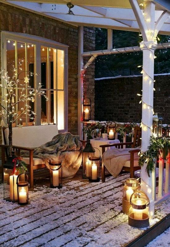 éclairage de terrasse romantique avec des lanternes de jardin
