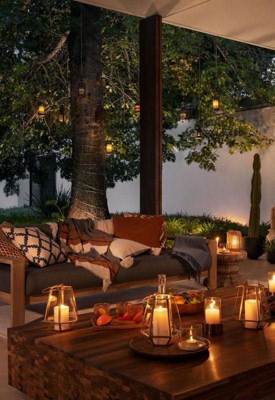 lanternes multiples pour un éclairage de terrasse chaleureux