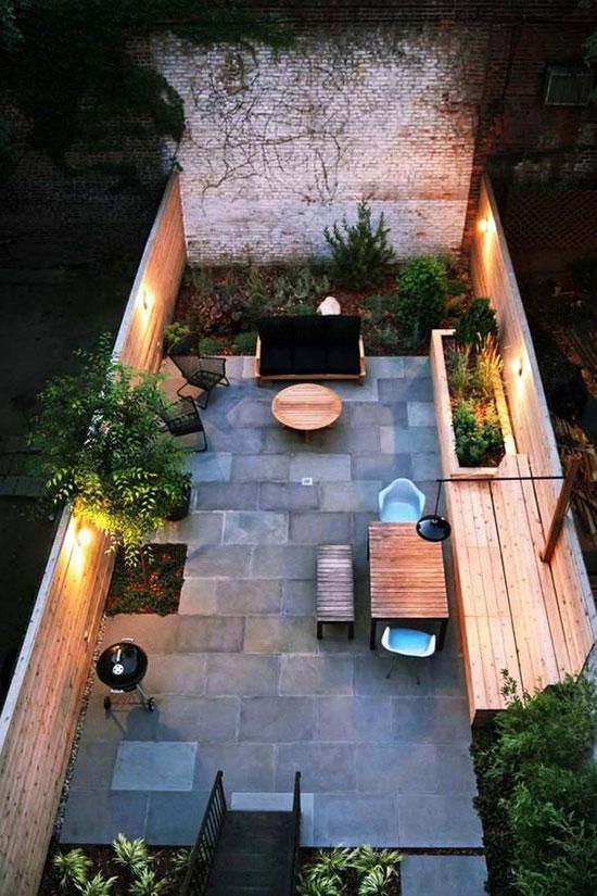 un éclairage de terrasse à la tombée de la nuit