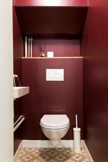 wc couleur bordeaux