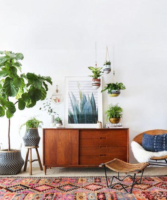 Habiller son enfilade vintage avec des plantes vertes