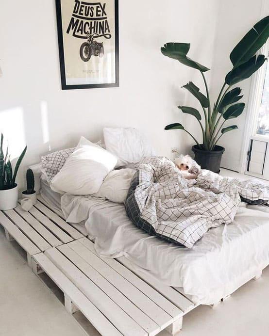 lit fabriqué avec des palettes