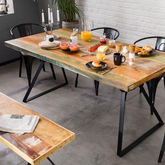 Table en bois recyclé et pieds en métal noir