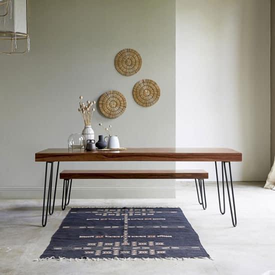 Table avec pieds épingles en métal noir