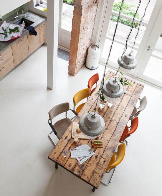 Quelle chaise choisir avec une table industrielle